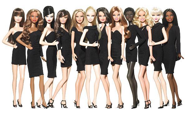 С чем носить маленькое черное платье?