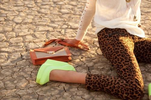 танкетки и брюки