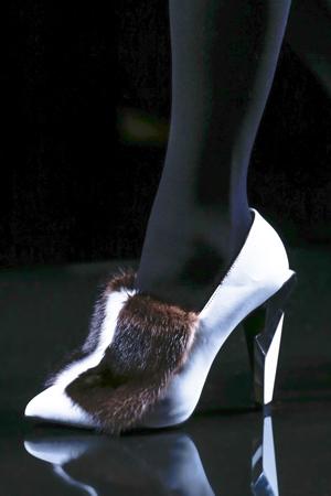 Белые туфли с мехом