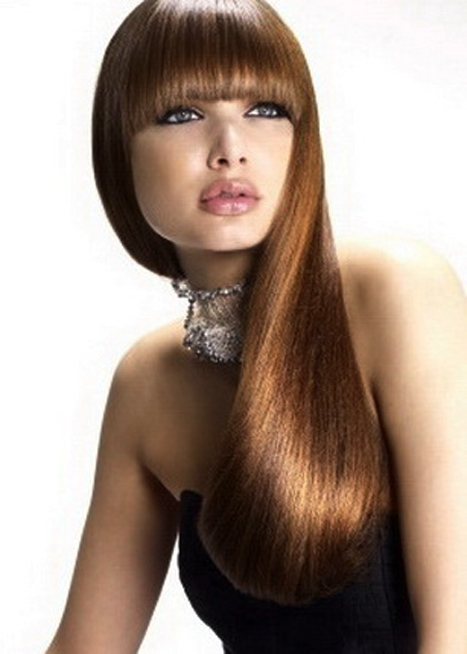 длинные волосы и прямая челка