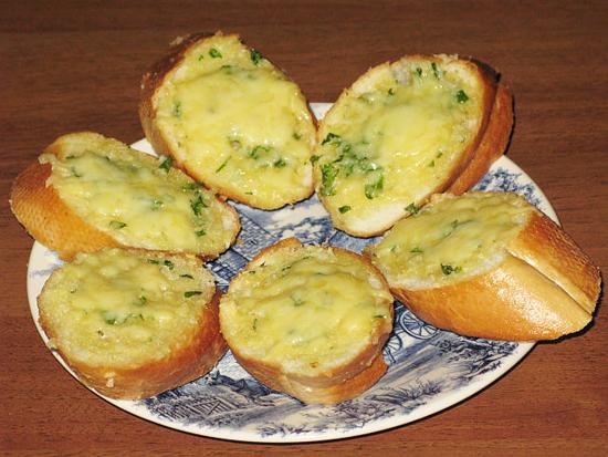 гренки с сырным соусом