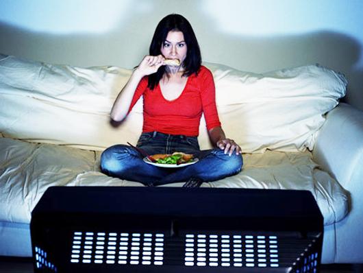 вредно есть перед телевизором