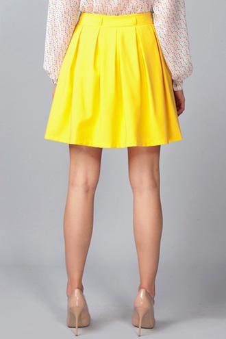 с чем носить желтый юбка с блузой с узором