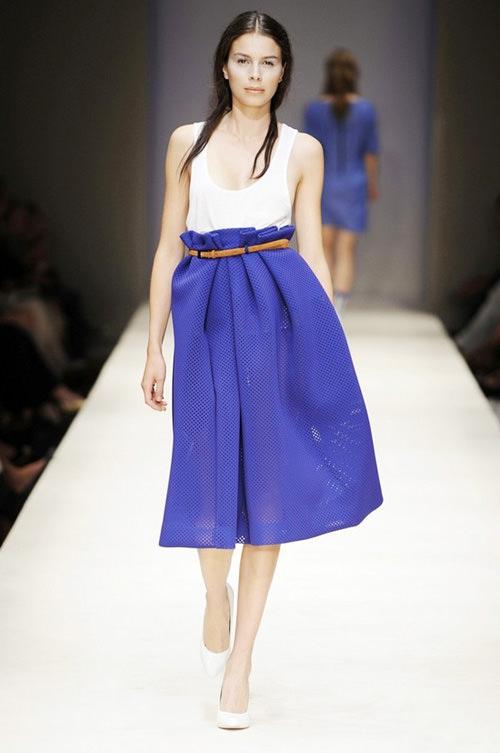 с чем носить синий юбка и майка