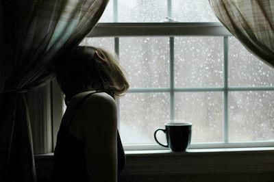 дождь у окна