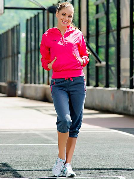 модные женские спортивные костюмы куртка и капри