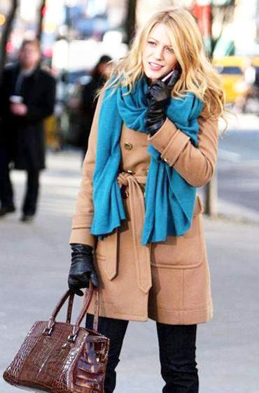 пальто песочного цвета с какими аксессуарами носить