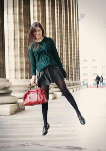 кожаная юбка с коротким свитером