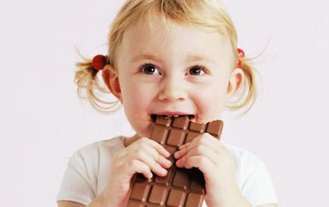 ребенок просит сладкое