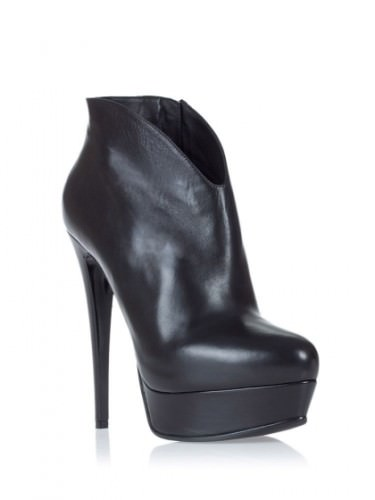 с какой обувью носить кожаную юбку