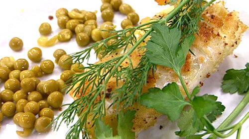 что приготовить простое на ужин сосиски в капусте