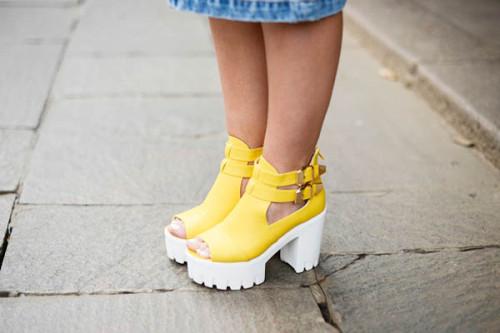 сандалии на рифленой подошве