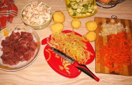 продукты для приготовления тушеного мяса с овощами