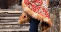 Пончо из павлопосадских платков с мехом
