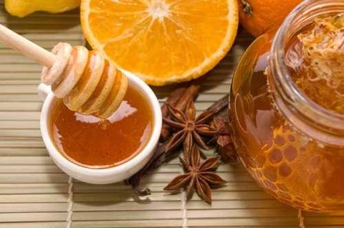 мед с корицей против черных точек на лице