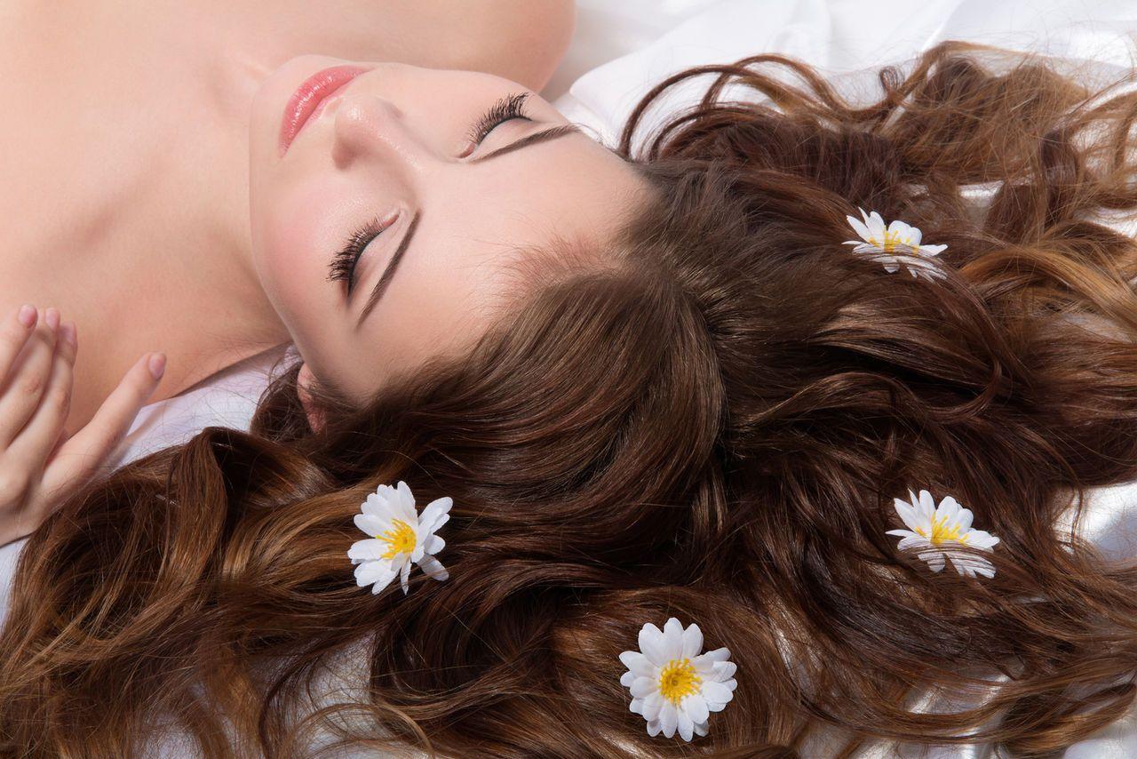 Процедуры для роста волос в салоне и дома: обзор процедур для ускорения роста волос